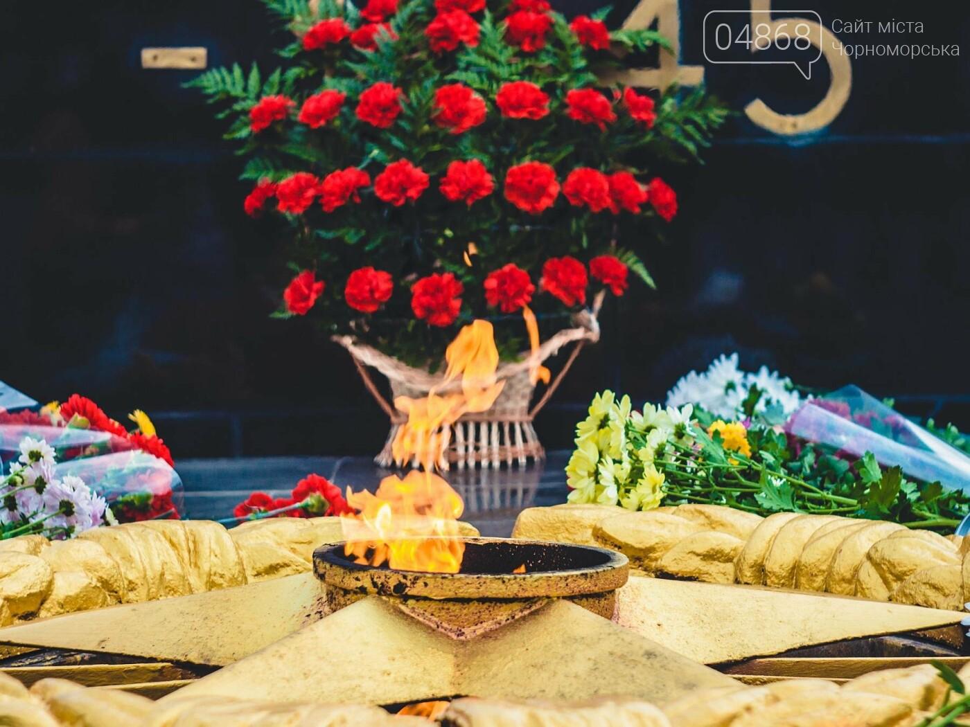 В Черноморске накануне Дня освобождения Украины прошло возложение цветов к Обелиску Славы, фото-7