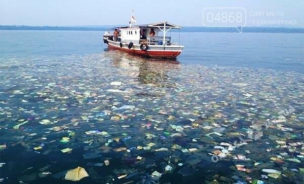 Возле Черноморска обнаружен мусорный остров, фото-1