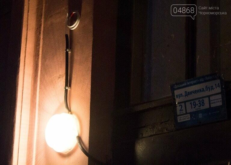 В жилых домах Черноморска ремонтируют сети электроснабжения , фото-5
