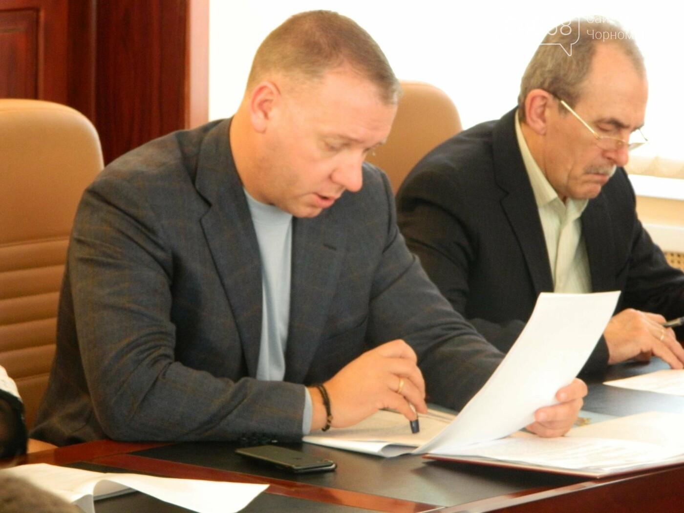 Руководители профильных служб Черноморска получили указания по экстренному решению проблем Приморской улицы, фото-1