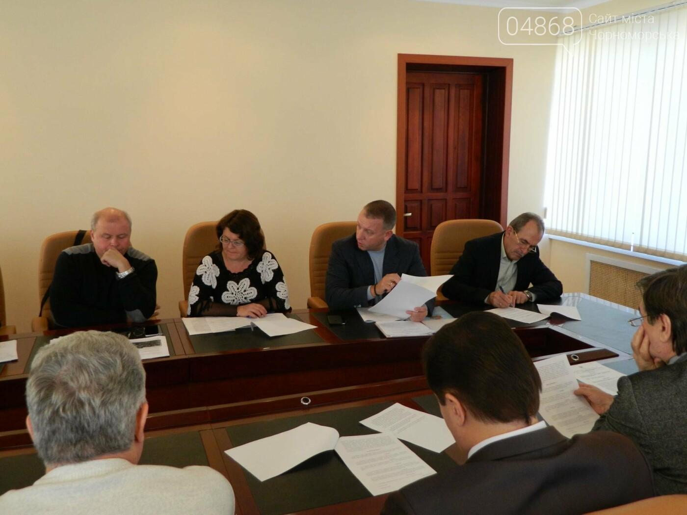 Руководители профильных служб Черноморска получили указания по экстренному решению проблем Приморской улицы, фото-2