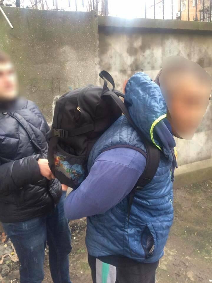 Воры-интеллигенты: у жительницы Черноморска украли книги (фото), фото-2