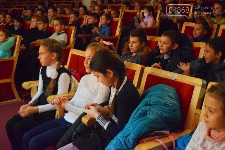 Одесская филармония подарила школьникам Черноморска новогоднее настроение, фото-4