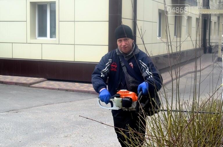 ГУЖКХ Черноморска приводит в порядок дворы города, фото-3