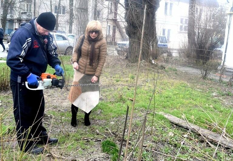 ГУЖКХ Черноморска приводит в порядок дворы города, фото-2