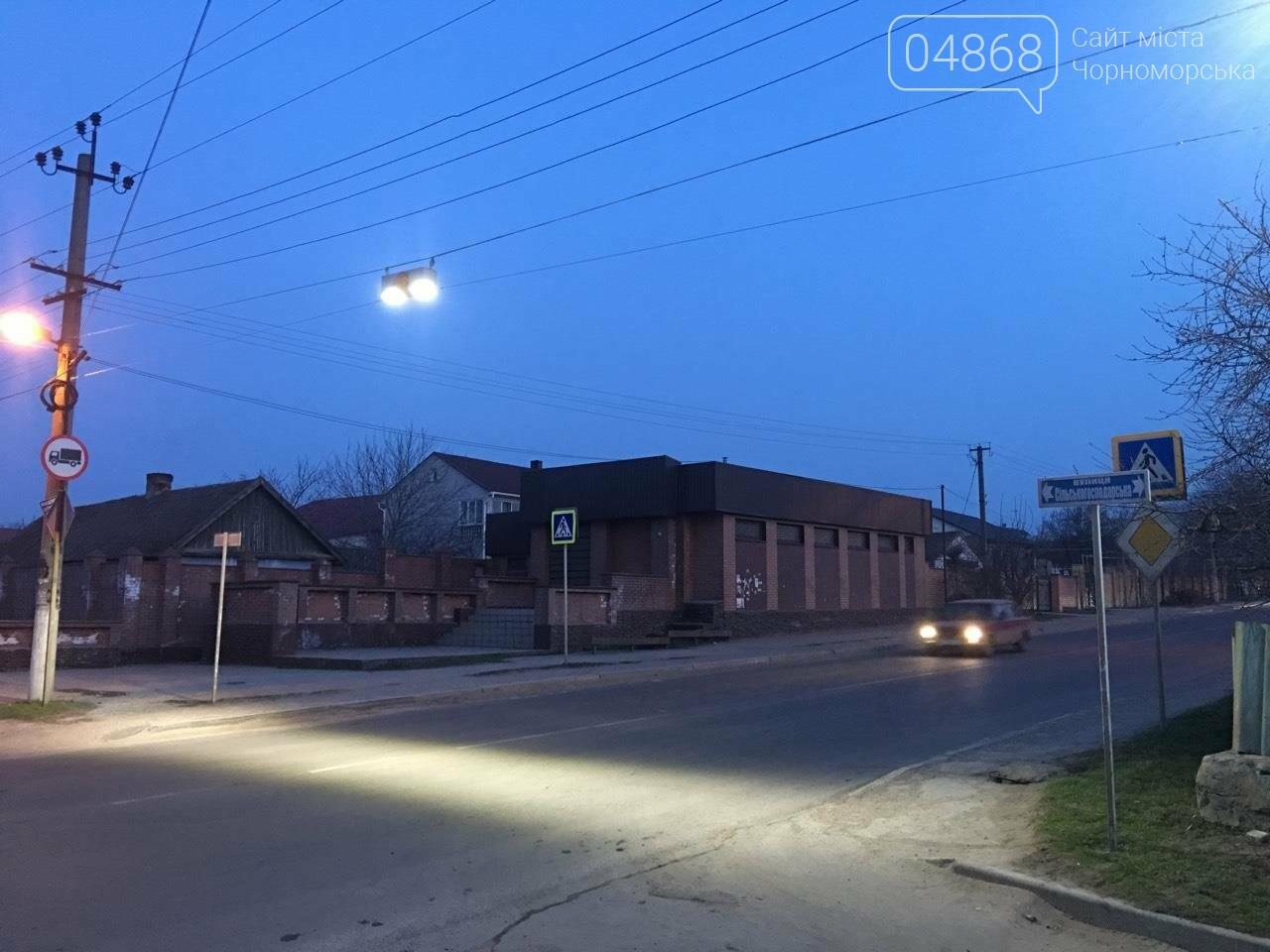 В Черноморске установили ещё 3 светодиодных подсветки пешеходных переходов, фото-9