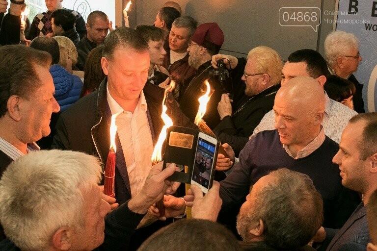 Пасхальные праздники в Черноморске: Благодатный огонь из Иерусалима и дежурство полиции, фото-9