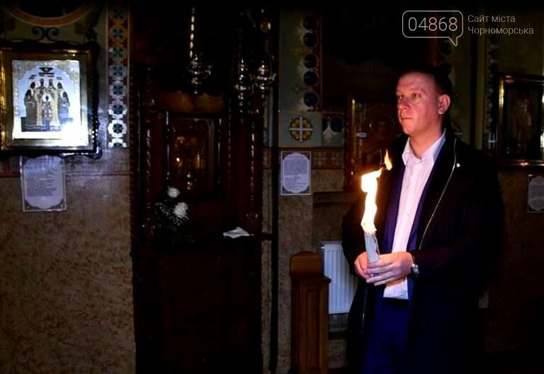 Пасхальные праздники в Черноморске: Благодатный огонь из Иерусалима и дежурство полиции, фото-10