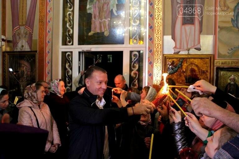 Пасхальные праздники в Черноморске: Благодатный огонь из Иерусалима и дежурство полиции, фото-11