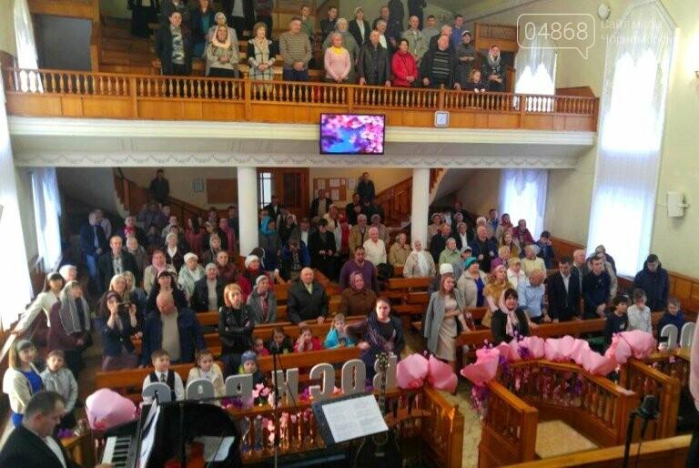 Пасхальные праздники в Черноморске: Благодатный огонь из Иерусалима и дежурство полиции, фото-12