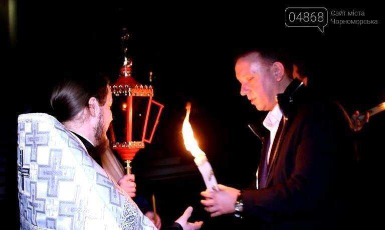 Пасхальные праздники в Черноморске: Благодатный огонь из Иерусалима и дежурство полиции, фото-1