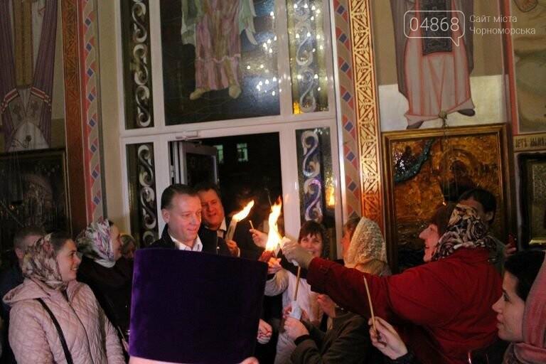 Пасхальные праздники в Черноморске: Благодатный огонь из Иерусалима и дежурство полиции, фото-15