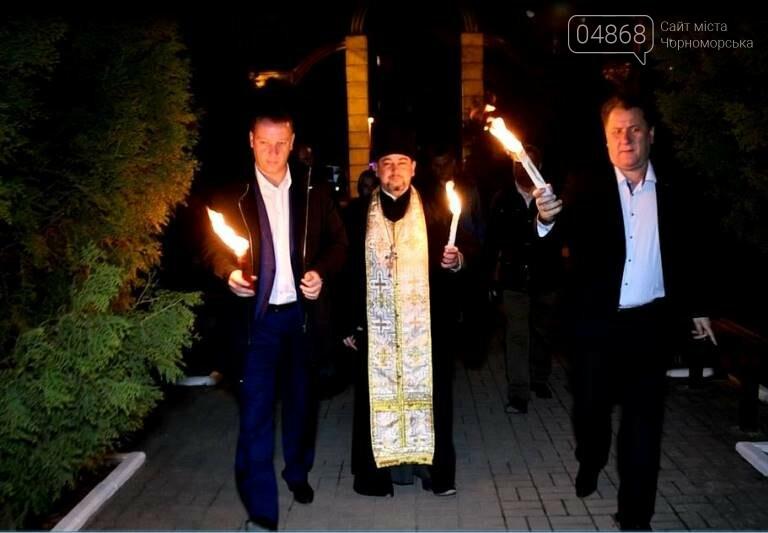 Пасхальные праздники в Черноморске: Благодатный огонь из Иерусалима и дежурство полиции, фото-2