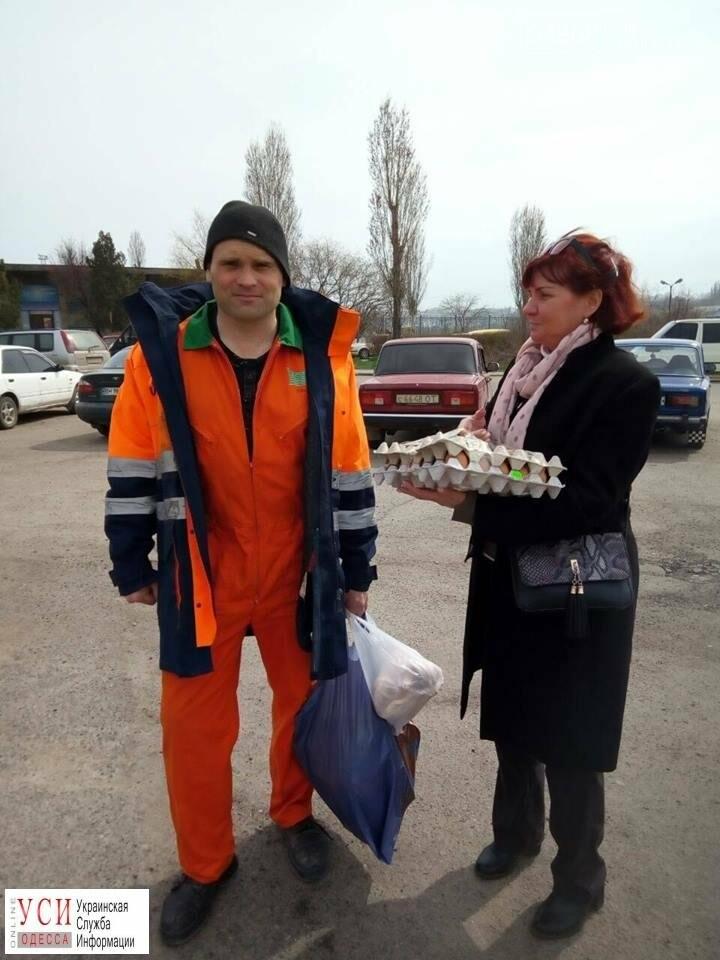 Требующий зарплаты моряк уже полтора месяца живет на судне в Черноморске: ему привезли продукты, фото-2