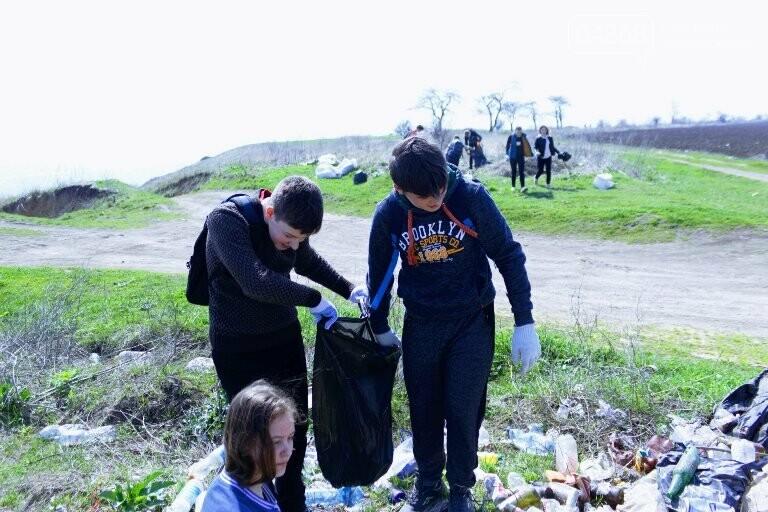 «Экотерапия моря и души»: ребята из черноморской школы № 1 провели акцию по очистке побережья от мусора, фото-2