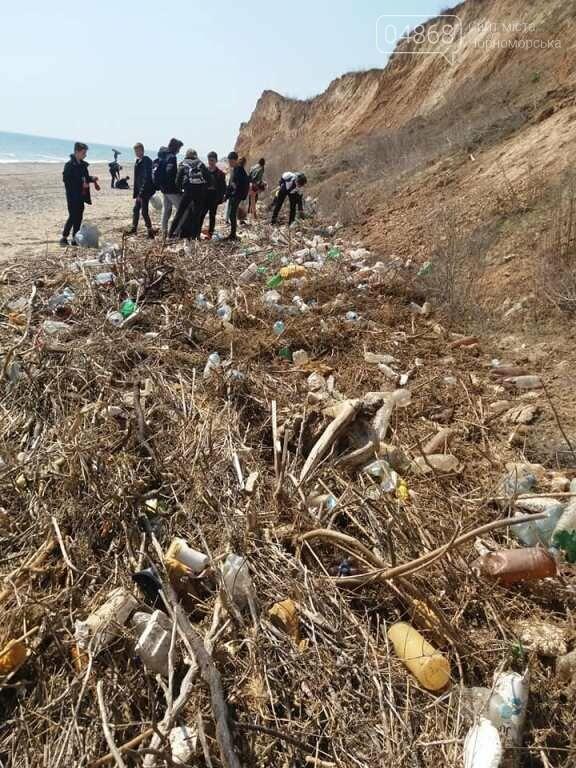 «Экотерапия моря и души»: ребята из черноморской школы № 1 провели акцию по очистке побережья от мусора, фото-7