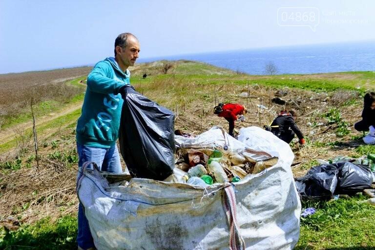 «Экотерапия моря и души»: ребята из черноморской школы № 1 провели акцию по очистке побережья от мусора, фото-3