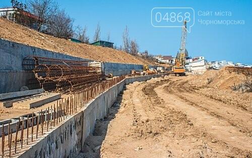 Работы по берегоукреплению в Черноморске продолжаются, фото-2