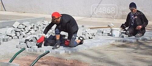 В Черноморске ремонтируют крыши и благоустраивают территории, фото-2