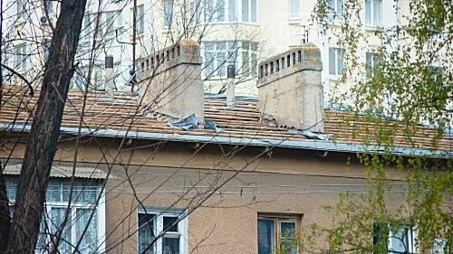 В Черноморске ремонтируют крыши и благоустраивают территории, фото-1