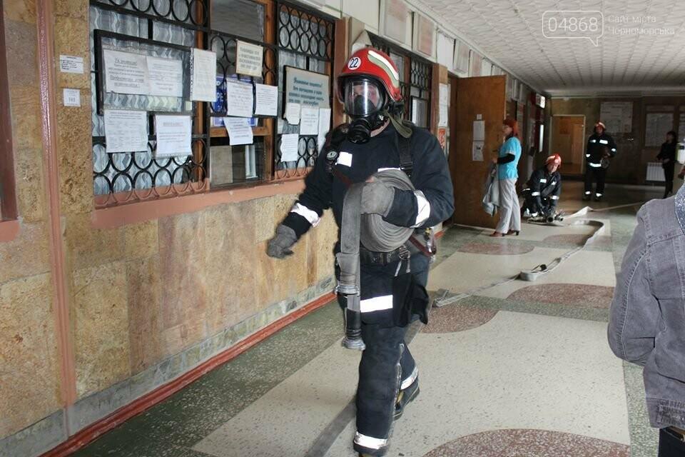 В Черноморской поликлинике тушили условный пожар (фото)), фото-1