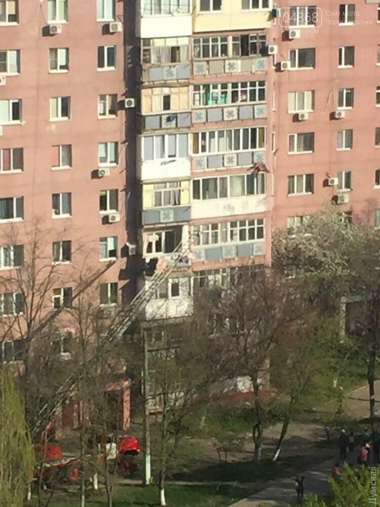 В Черноморске пожилая женщина выпала из окна шестого этажа, фото-1