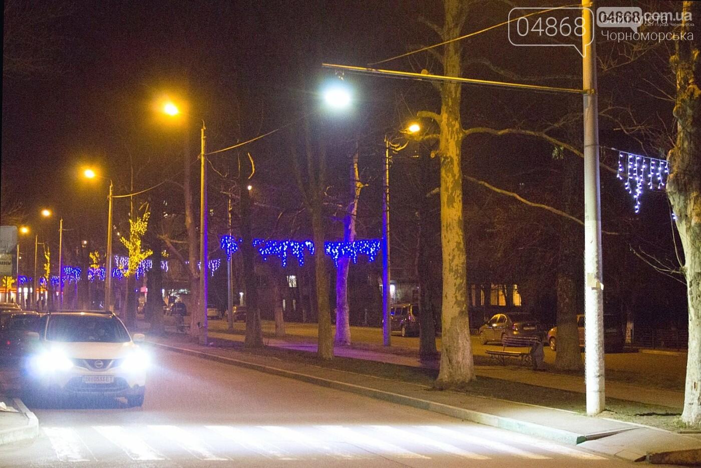 В Черноморске ремонтируют наружное освещение , фото-2