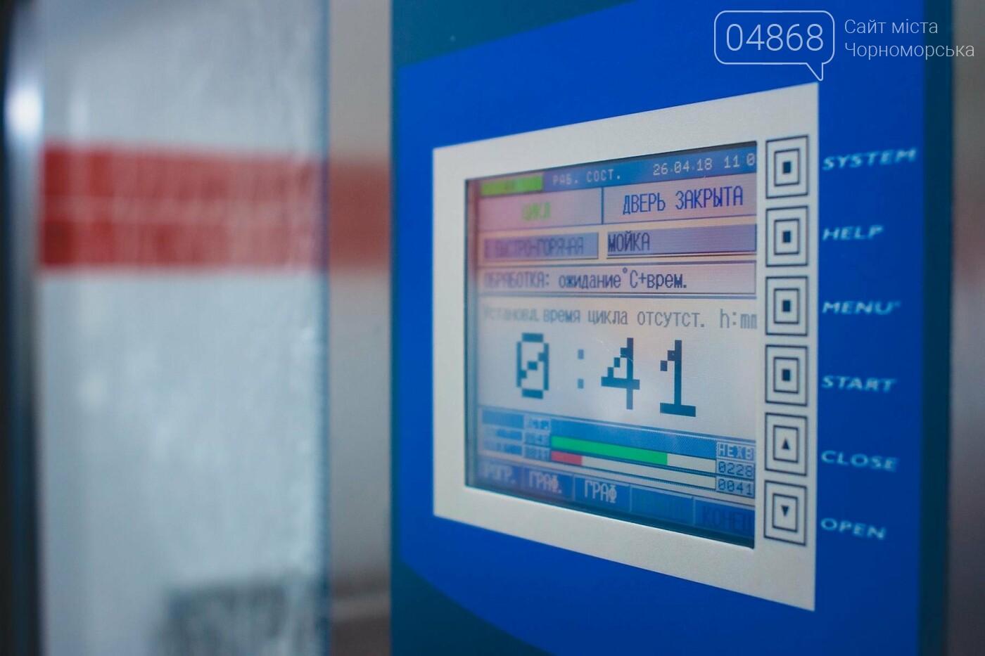 Мэр Черноморска поздравил медиков и посетил новое отделение больницы, фото-11