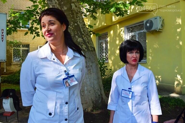 «Я бы в медики пошёл, пусть меня научат»: в Черноморске стартовала первая смена медицинского лагеря, фото-10