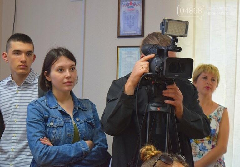 «Я бы в медики пошёл, пусть меня научат»: в Черноморске стартовала первая смена медицинского лагеря, фото-13