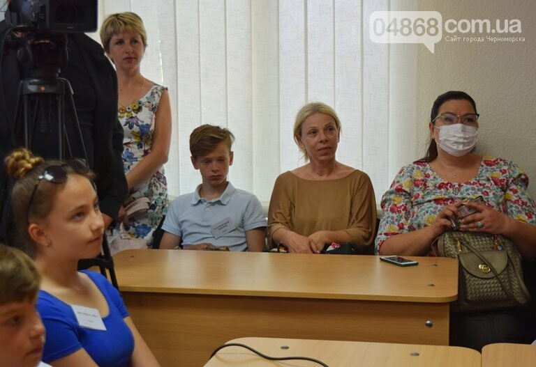 «Я бы в медики пошёл, пусть меня научат»: в Черноморске стартовала первая смена медицинского лагеря, фото-14