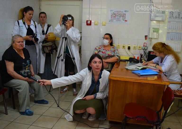 «Я бы в медики пошёл, пусть меня научат»: в Черноморске стартовала первая смена медицинского лагеря, фото-16