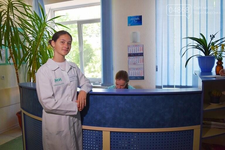 «Я бы в медики пошёл, пусть меня научат»: в Черноморске стартовала первая смена медицинского лагеря, фото-19