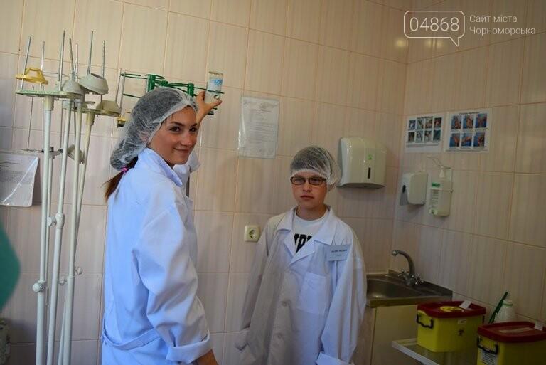 «Я бы в медики пошёл, пусть меня научат»: в Черноморске стартовала первая смена медицинского лагеря, фото-21
