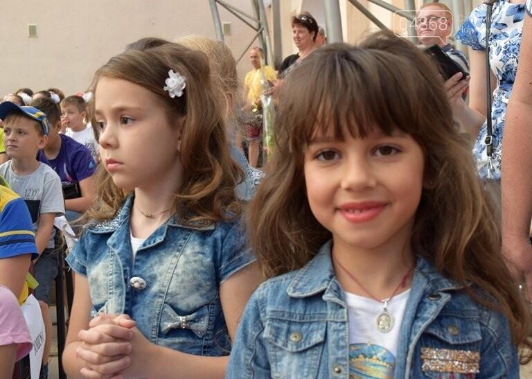 «Дети – детям»: в Черноморске прошёл большой праздник открытия летних лагерей, фото-9