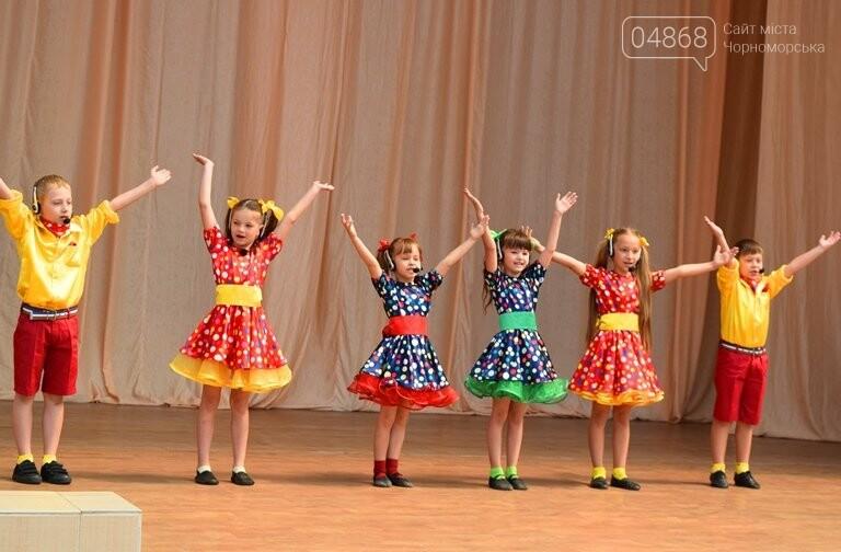 «Дети – детям»: в Черноморске прошёл большой праздник открытия летних лагерей, фото-10
