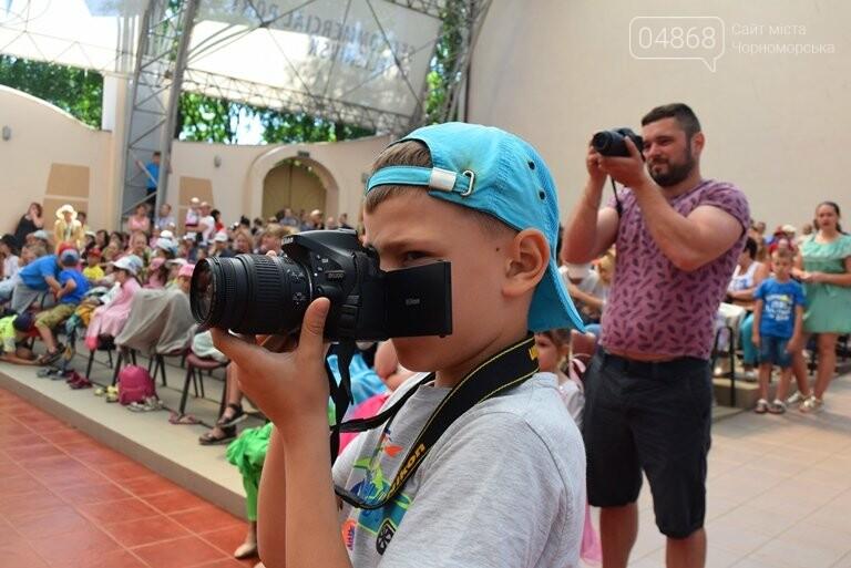 «Дети – детям»: в Черноморске прошёл большой праздник открытия летних лагерей, фото-19