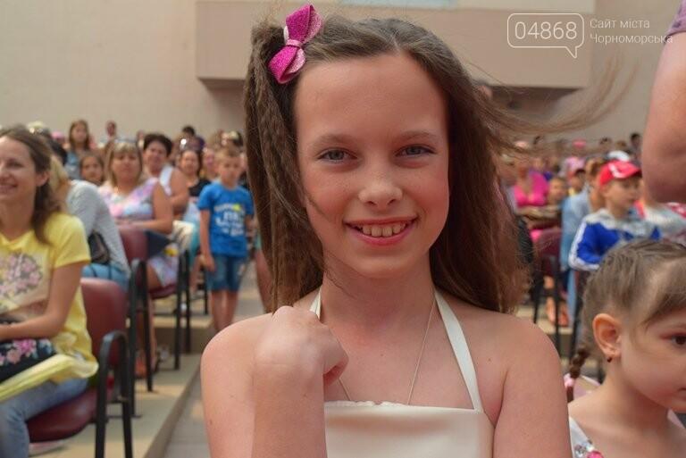 «Дети – детям»: в Черноморске прошёл большой праздник открытия летних лагерей, фото-11