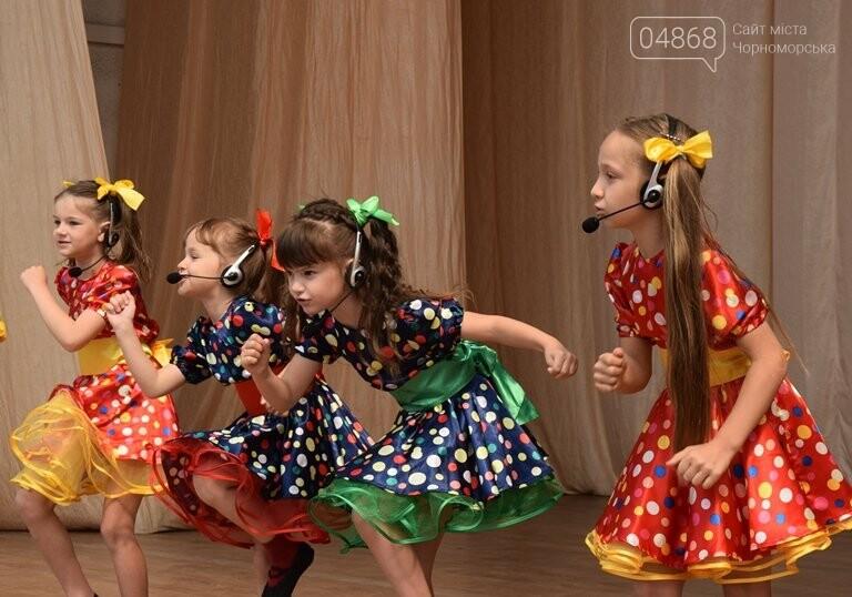 «Дети – детям»: в Черноморске прошёл большой праздник открытия летних лагерей, фото-2