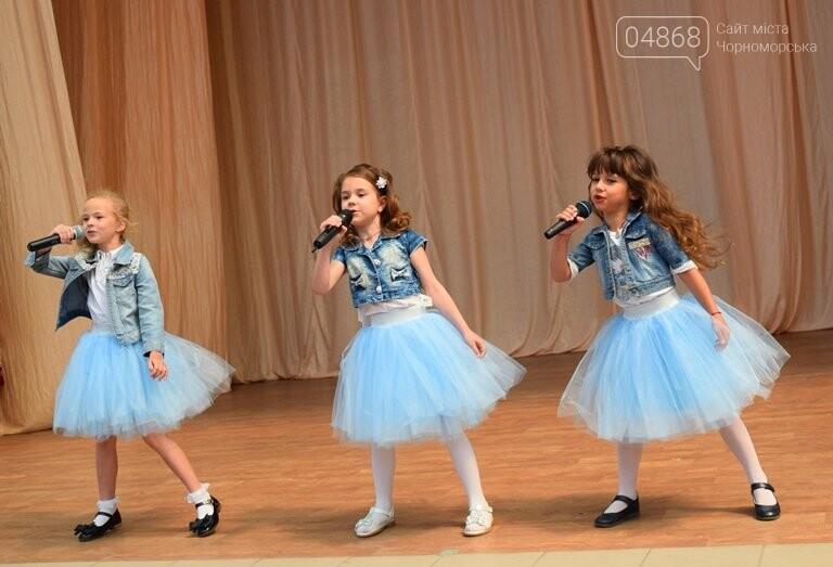 «Дети – детям»: в Черноморске прошёл большой праздник открытия летних лагерей, фото-12
