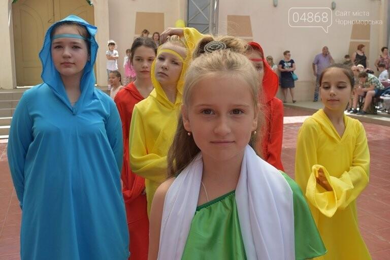«Дети – детям»: в Черноморске прошёл большой праздник открытия летних лагерей, фото-21