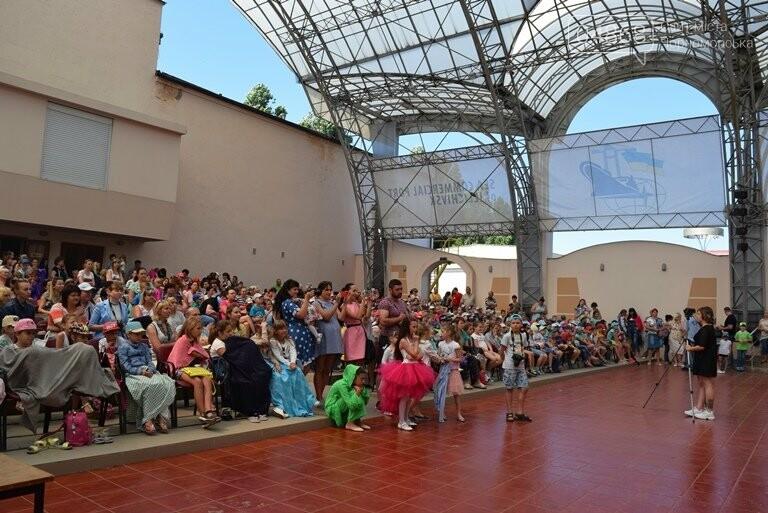 «Дети – детям»: в Черноморске прошёл большой праздник открытия летних лагерей, фото-22
