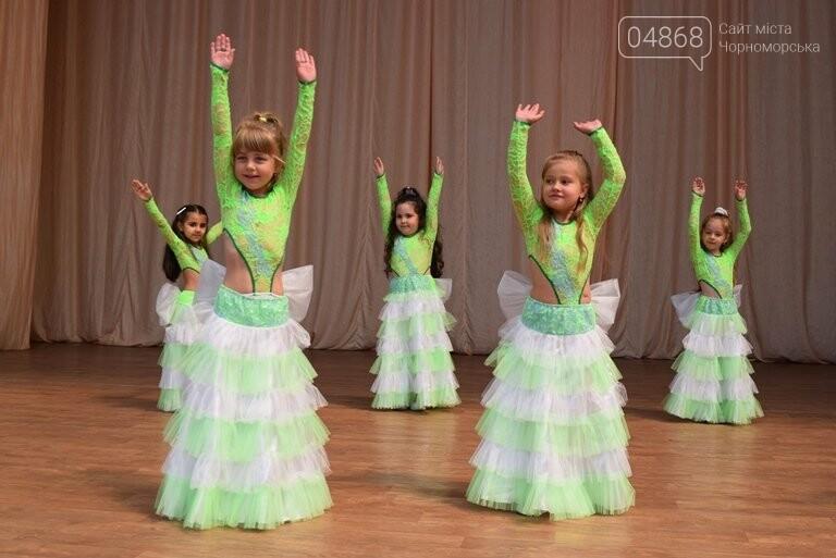 «Дети – детям»: в Черноморске прошёл большой праздник открытия летних лагерей, фото-23