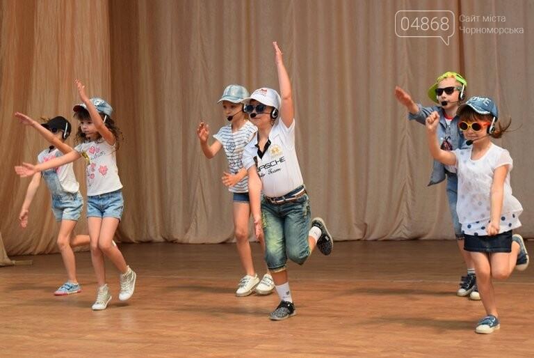 «Дети – детям»: в Черноморске прошёл большой праздник открытия летних лагерей, фото-25