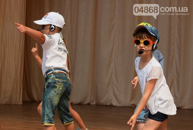 «Дети – детям»: в Черноморске прошёл большой праздник открытия летних лагерей, фото-26