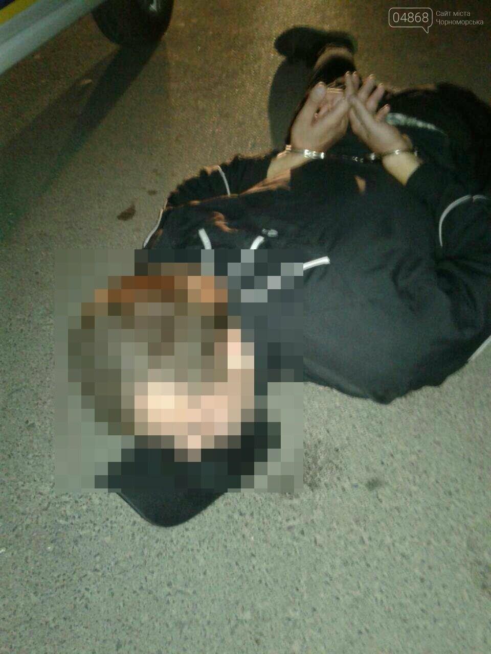 В Черноморске полиция задержала мужчин, которые громили магазины и развлекательные заведения (обновлено), фото-10