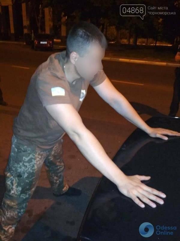 В Черноморске полиция задержала мужчин, которые громили магазины и развлекательные заведения (обновлено), фото-2