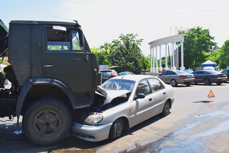 ДТП В Черноморске: Daewoo залетел под КамАЗ, фото-1