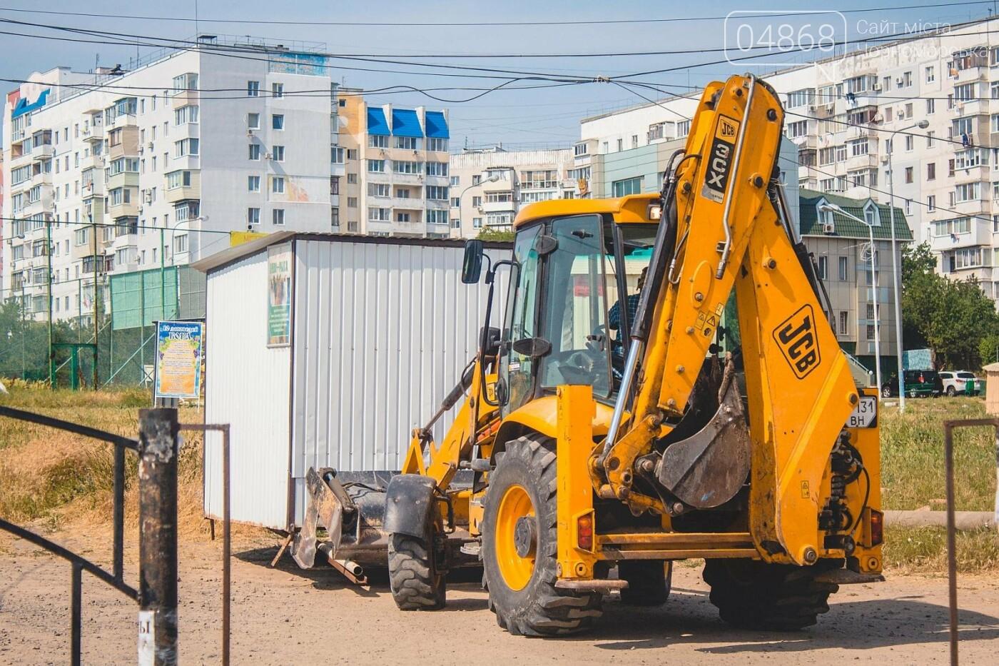 Торговые точки без документов начали демонтировать с пляжа Черноморска, фото-9
