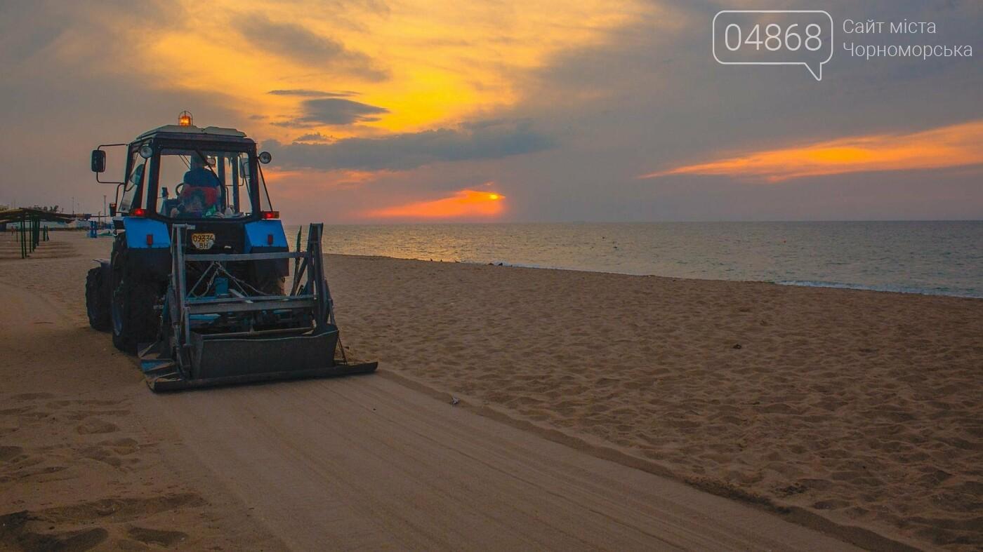 Песок на Центральном пляже Черноморска ежедневно чистят и просеивают, фото-5